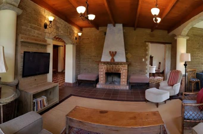 2 bd/2.5 bath Historic home in central Pana